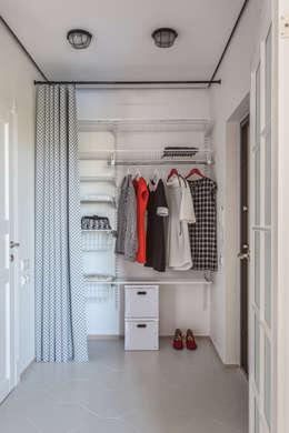 Проект однокомнатной квартиры  40 м² (раздельная комната): Гардеробная в . Автор – SAZONOVA group