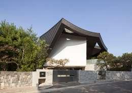 Case in stile in stile Moderno di IROJE KIMHYOMAN