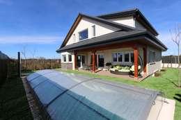 Casas de estilo clásico por Canexel
