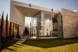 Maisons de style de style Moderne par GRUPO VOLTA