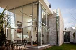 VL: Casas de estilo moderno por GRUPO VOLTA