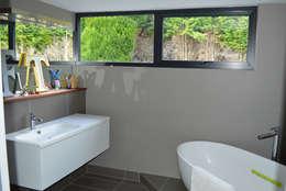 modern Bathroom by ArchitectureLIVE