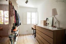 Vestidores y closets de estilo clásico por emmme studio