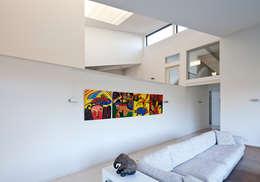 woonkamer - doorkijk: moderne Woonkamer door Sax Architecten