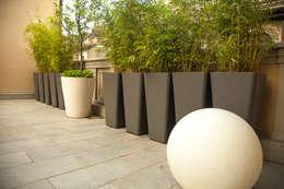 Balcones y terrazas de estilo moderno por Neò Natura su misura