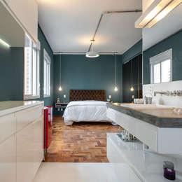 Dormitorios de estilo industrial por PM Arquitetura