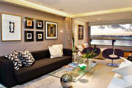 tropical Living room by Evviva Bertolini