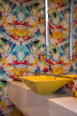 modern Bathroom by SBARDELOTTO ARQUITETURA
