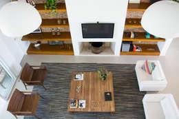 Projekty,  Salon zaprojektowane przez SBARDELOTTO ARQUITETURA