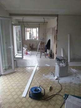 Rénovation d'une cuisine et ouverture sur le séjour:  de style  par Pauline VIDAL - Architecte d'Intérieur CFAI