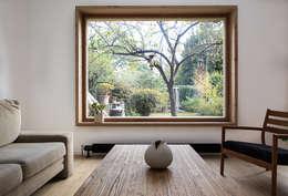CADRES: Salon de style de style Scandinave par bertin bichet architectes