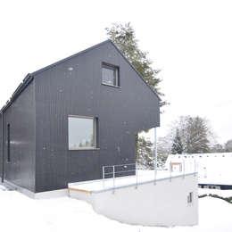 T10: moderne Häuser von Spandri Wiedemann Architekten