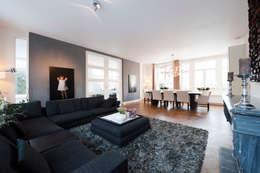 Begeleiden verbouwing,  interieur-voorstel en levering van de meubels: moderne Woonkamer door Mood Interieur