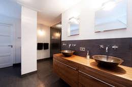 Begeleiden verbouwing,  interieur-voorstel en levering van de meubels: moderne Badkamer door Mood Interieur