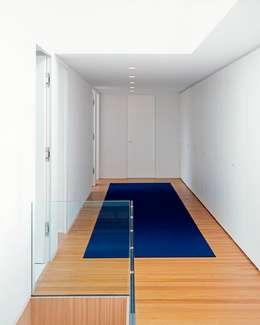 Couloir et Hall d'entrée de style  par Philipp Architekten - Anna Philipp