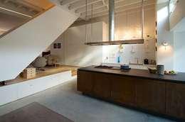 Bennebroekstraat, Amsterdam: moderne Keuken door Bendien/Wierenga architecten