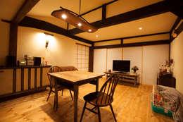 山梨の舎Ⅱ(民家再生)‐リビング: 有限会社中村建築事務所が手掛けた和室です。