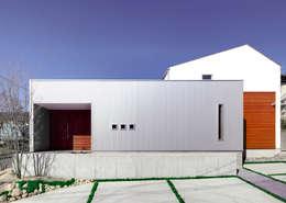 Casas de estilo ecléctico de 有島忠男設計工房