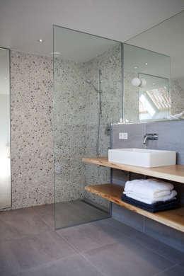 Vakantiehuis Schiermonnikoog: moderne Badkamer door Binnenvorm