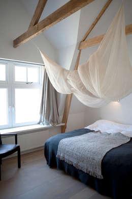 Projekty,  Sypialnia zaprojektowane przez Binnenvorm