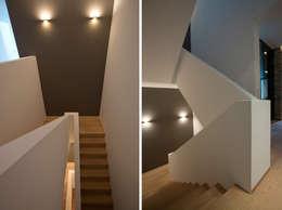 Gang en hal door DG/D Architekten