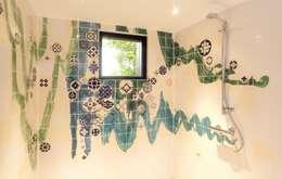4: moderne Badkamer door José den Hartog