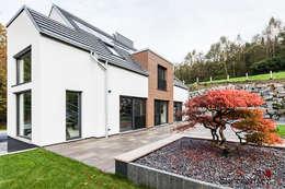 Casas de estilo moderno por ONE!CONTACT - Planungsbüro GmbH