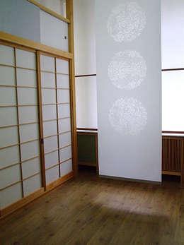 Puertas y ventanas de estilo  por Takumi