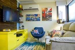 غرفة المعيشة تنفيذ D`Vita - Marcenaria de Luxo