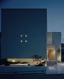方庵: 和泉屋勘兵衛建築デザイン室が手掛けた家です。