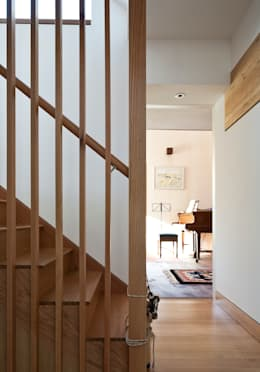 Projekty,  Korytarz, przedpokój zaprojektowane przez Mole Architects