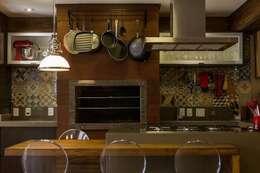 Casa: Cozinhas modernas por Mauricio Tarrago /Claudio Gros Arquitetura