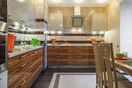 Уютная квартира в теплых  тонах: Кухни в . Автор – Ольга Макарова (Экодизайн)