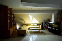 Dom Własny : styl , w kategorii Salon zaprojektowany przez autorskie studio architektury