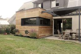 Petit Cube: Maisons de style de style Moderne par Fabrick d'Architecture Nantaise