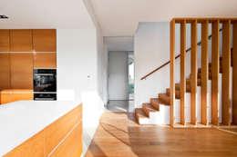 Projekty,  Korytarz, przedpokój zaprojektowane przez Corneille Uedingslohmann Architekten
