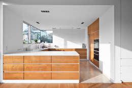 Projekty,  Kuchnia zaprojektowane przez Corneille Uedingslohmann Architekten