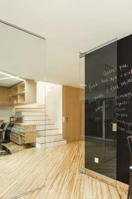 Couloir et hall d'entrée de style  par Joao Morgado - Architectural Photography