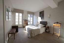 Projekty,  Sypialnia zaprojektowane przez STUDIO SANDRA HELLMANN