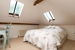Dormitorios de estilo rural por A1 Lofts and Extensions