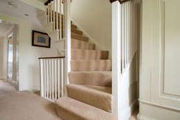 Pasillos y recibidores de estilo  por A1 Lofts and Extensions