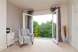 A1 Lofts and Extensions: akdeniz tarzı tarz Balkon, Veranda & Teras