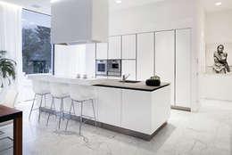 minimalistic Kitchen by RAIZ QUADRADA