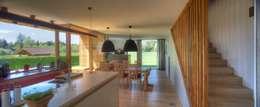 Wohnen mit der Natur: rustikale Küche von kleboth lindinger dollnig