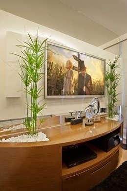 Salas de entretenimiento de estilo moderno por Designer de Interiores e Paisagista Iara Kílaris