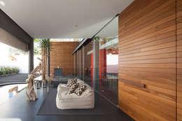 Balconies, verandas & terraces  by Echauri Morales Arquitectos