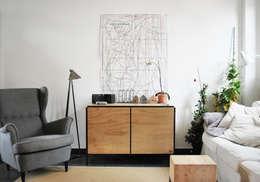 Livings de estilo industrial por Mezzo Atelier