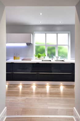 مطبخ تنفيذ Haus12 Interiors