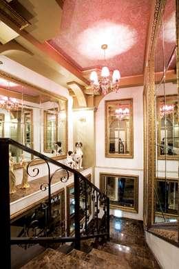 공주가가는 궁전같은 카페: (주)유이디자인의  복도 & 현관