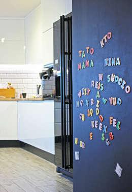Projekt Wnętrza:  Mieszkanie w dawnym zabrzańskim familoku.: styl , w kategorii Kuchnia zaprojektowany przez Akuratnie